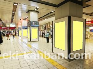 京王/新宿駅/新宿K-DGピリエ駅デジタルサイネージ・駅広告、写真1