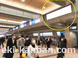 JR立川駅の南北自由通路にある駅看板(サインボード)の写真です。中央線・南武線・多摩モノレールを利用される方にお勧めの広告看板です。