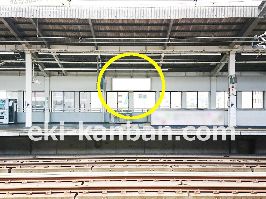宇都宮駅の新幹線ホームにある広告看板の写真です。JR/宇都宮駅/幹下りホーム/№804